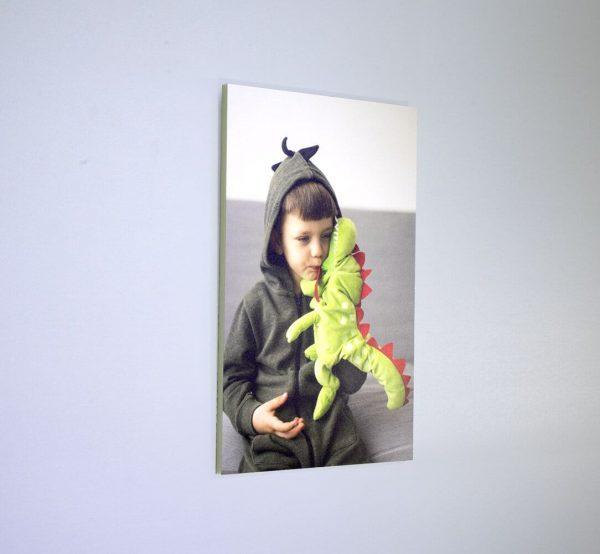 foto-en-carton-pluma-colgado